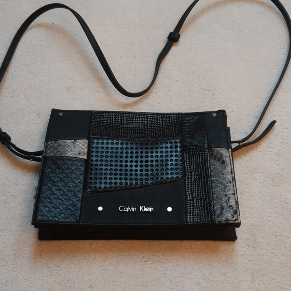 Calvin Klein crossbody purse (only used once)